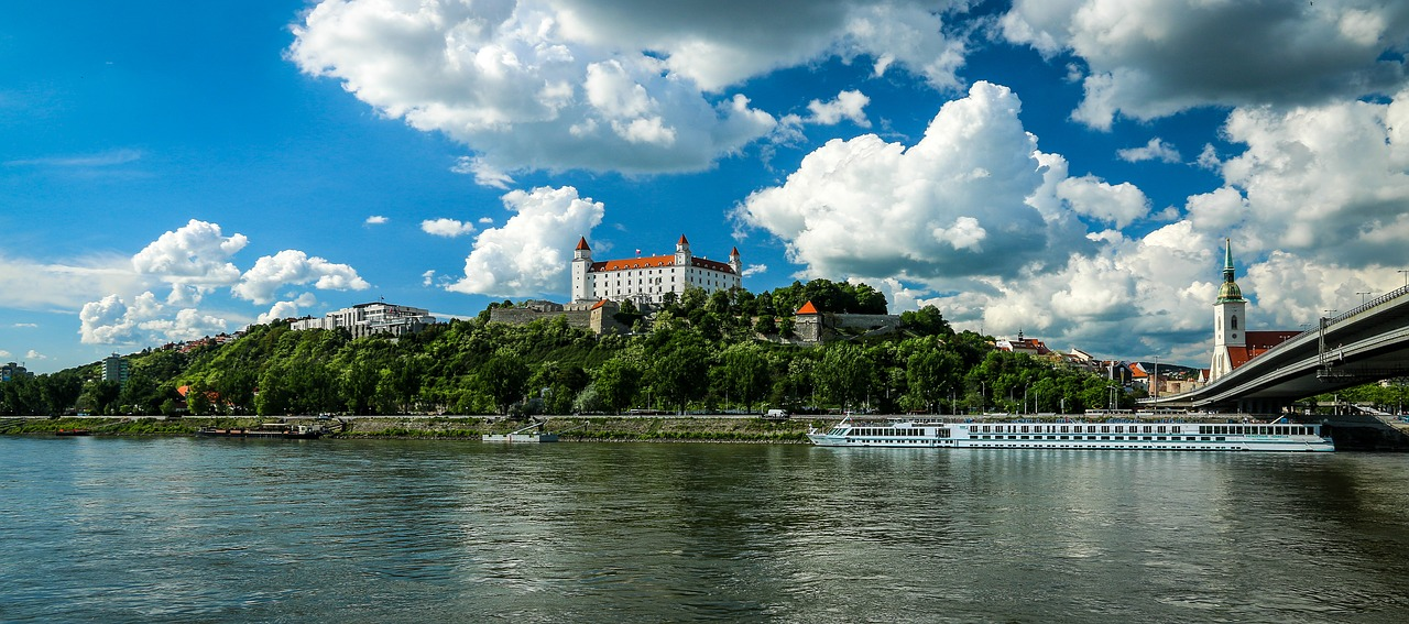 Bratislava Castle and the Danube - Image by Džoko Stach from Pixabay